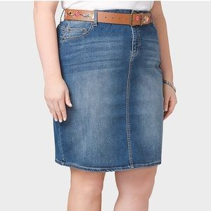 Dresses & Skirts - NWT Plus size denim skirt with embroidered belt